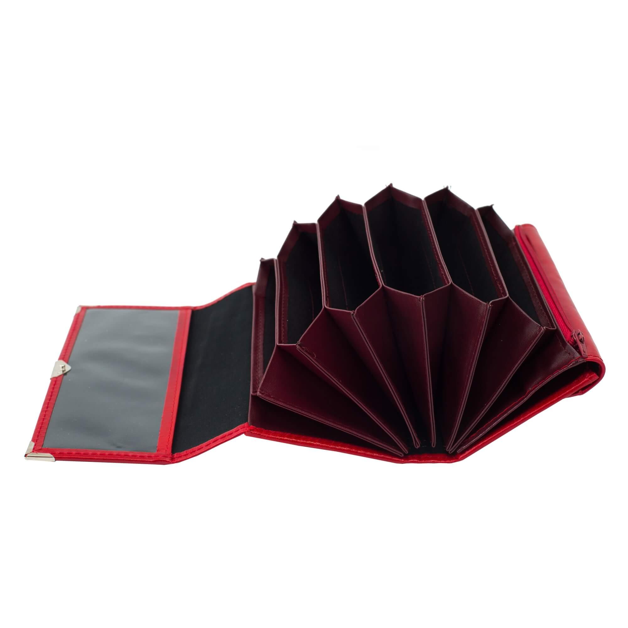 Piros 6 zsebes brifko sarokvedovel (4)